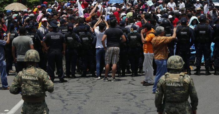 Mexican authorities stop a caravan of migrants who had previously crossed the Mexico-Guatemala border near Metapa, Chiapas state, Mexico, on Wednesday, June 5, 2019. (Photo AP / Marco Ugarte)