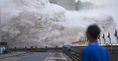 Alert in China: Could the Three Gorges dam collapse? (Shocking videos)